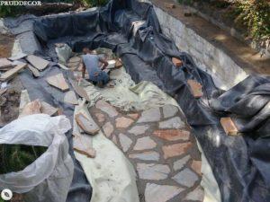 Строительство декоративного пруда с фонтанами в Краснодаре
