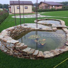 Декоративный пруд с ручьём и мостиком